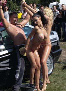 Public nude girls washing the cars