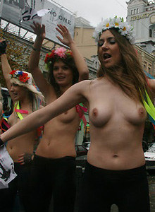 Femen public nudity 2