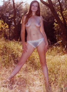 Hairy pussy nudist gf in the wood