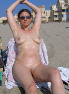 Busty hairy pussy milf gf Jenni nude at the beach (part 2)
