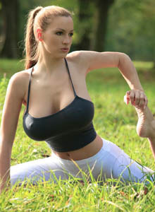 Jordan Carver yoga-