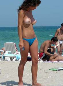 Sexy topless candid beach girls