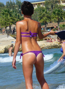 Sexy blonde candid ass in bikini