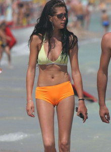 Candid girl's with cameltoe on the beach
