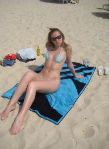 Regina - young exciting gf in sexy bikini by the sea