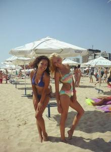 Busty brunette gf in navy bikini on the beach