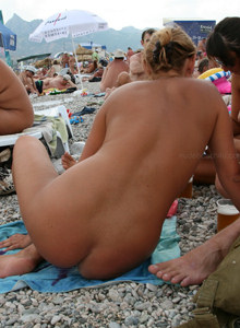 Hot gf in the sea in pink bikini and black sunglasses