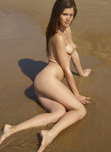 Caprice loves nude beach