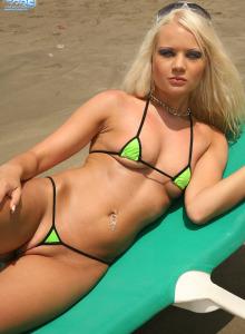 Micro bikini blonde Paris appears on the beach with bikini thong cameltoe
