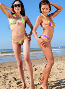 Cory Spice and her asian girlfriend Davon Kim appeared on the beach with micro bikinis cameltoe