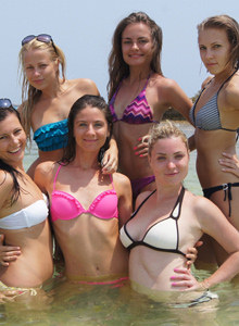 Sweat Valentina and her girlfriends in bikinis at the sea
