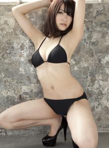 Asian Asuki Kishi white swan in bikini